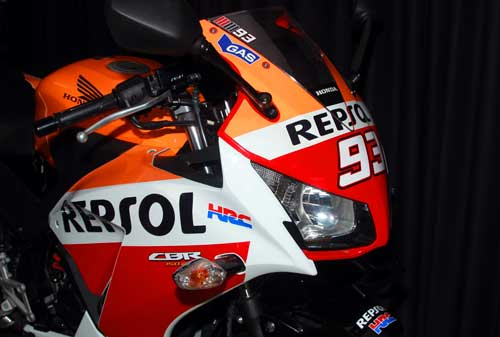 Honda-CBR150R-Blade-Champion-Edition-1